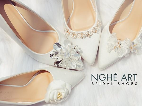 Bộ sưu tập giày cưới Nghé Art lụa satin trắng và nude 2021