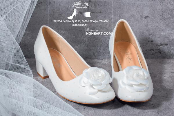 Giày cưới lưới bi trắng đính hoa hồng 197 - 3 phân