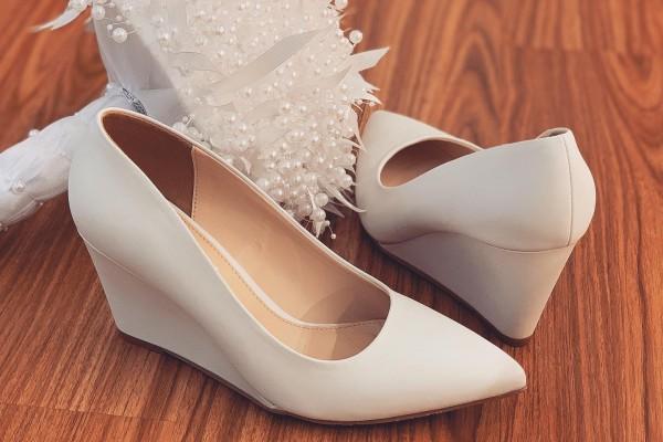 Giày cưới Nghé Art basic xuồng trắng quai sandal 235 - 8 phân