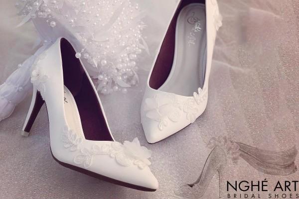 Giày cưới Nghé Art đắp ren đính hoạ tiết hoa bướm 191 - 8 phân