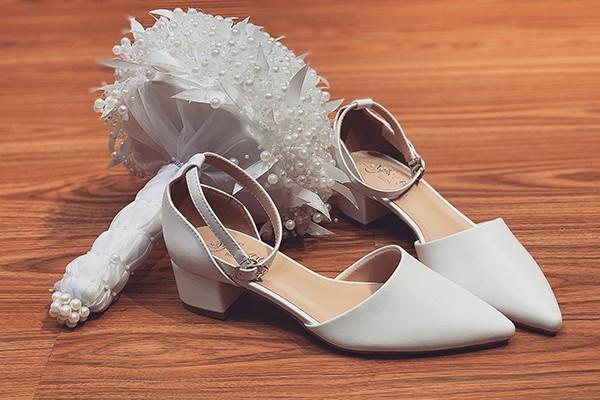Giày cưới Nghé Art basic sandal quai trắng bít mũi 211 - 4 phân