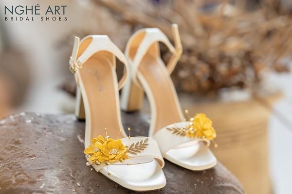 Giày cưới Nghé Art sandal hoa vàng 299 - 9 phân