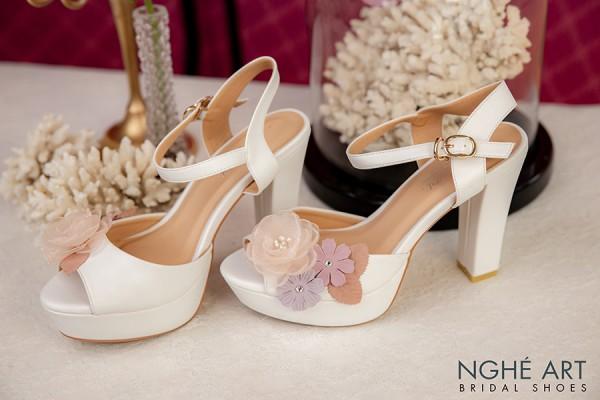 Giày cưới Nghé Art cao gót hoa vintage 238 - Trắng