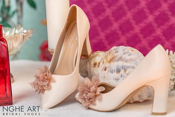 Giày cưới Nghé Art gót vuông màu nude hoa voan 296 - 7 phân
