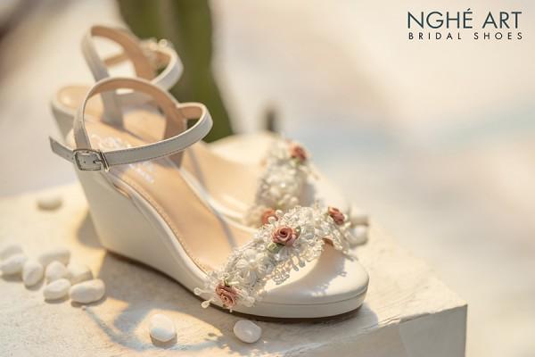Giày cưới Nghé Art xuồng trắng hoa hồng 290 - 8 phân