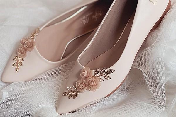 Giày cưới Nghé Art búp bê đính hoa hồng lụa 226 - Nude