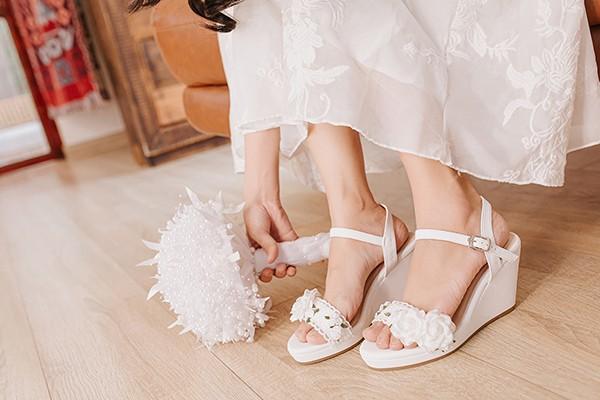 Giày cưới Nghé Art đế xuồng hoa trắng 285 - Hoa trắng 8 phân