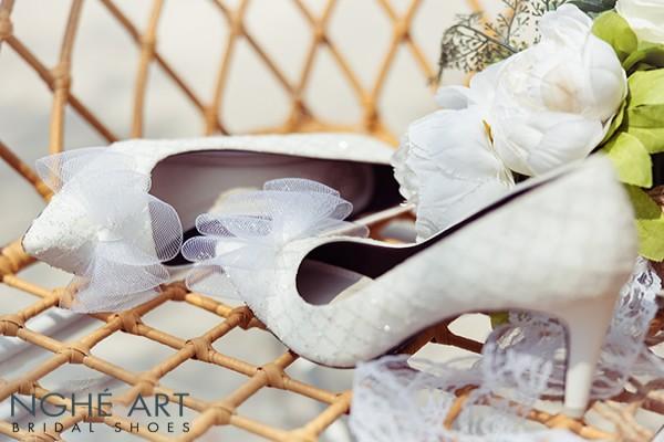 Giày cưới Nghé Art ren kim tuyến đính nơ 331 - 8 phân