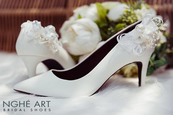 Giày cưới Nghé Art gót đính nơ màu trắng 328 - 8 phân