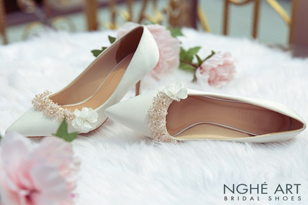 Giày cưới Nghé Art lụa satin đính hoa pha lê 339 - 7 phân trắng