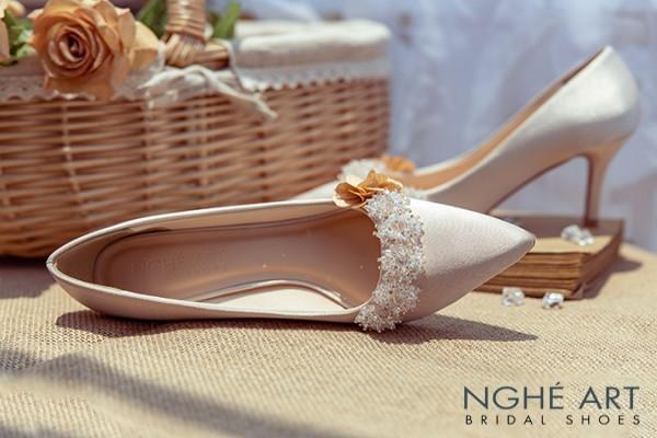 Giày cưới Nghé Art lụa satin đính hoa pha lê 339 - 7 phân nude