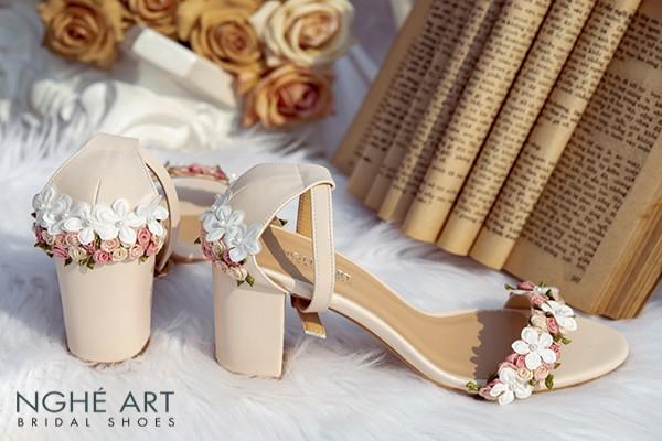 Giày cưới Nghé Art hoa hồng nhí và hoa bưởi 256 - 8 phân nude