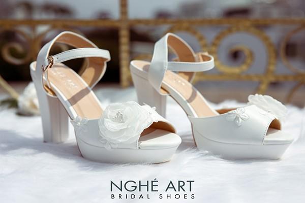Giày cưới Nghé Art cao gót mũi đúp đính hoa 255 - Trắng