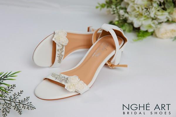 Giày cưới Nghé Art hoa trắng 348 sandal - Trắng