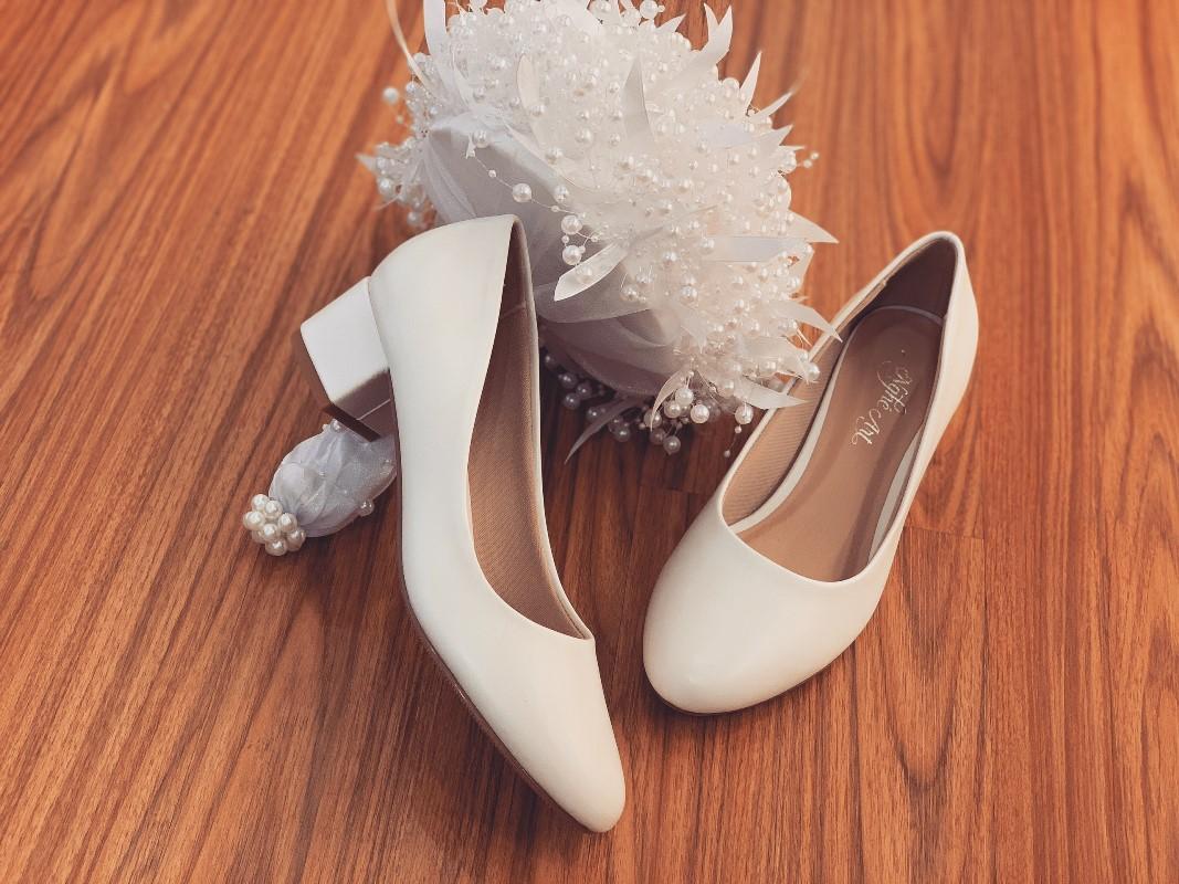 Giày cưới Nghé Art basic mũi bầu gót vuông trắng 205 - Ảnh 1 -  Nghé Art Bridal Shoes – 0908590288