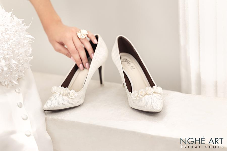 Giày cưới Nghé Art giày cưới kim tuyến hoa hồng lụa trắng 217 - Ảnh 1 -  Nghé Art Bridal Shoes – 0908590288