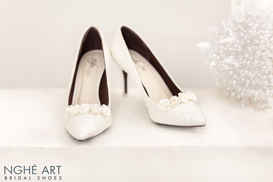 Giày cưới Nghé Art giày cưới kim tuyến hoa hồng lụa trắng 217 - Ảnh 2 -  Nghé Art Bridal Shoes – 0908590288
