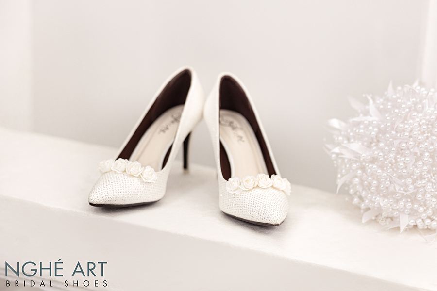 Giày cưới Nghé Art giày cưới kim tuyến hoa hồng lụa trắng 217 - Ảnh 5 -  Nghé Art Bridal Shoes – 0908590288