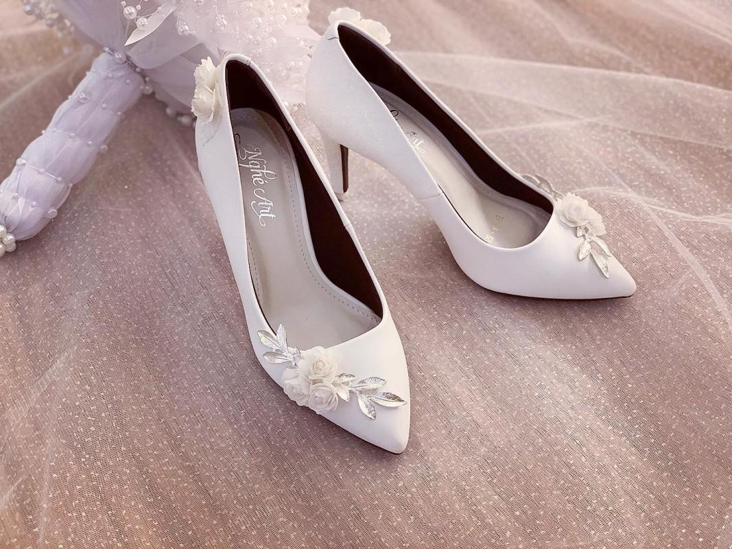 Giày cưới Nghé Art cao gót đính hoá lụa trắng 224 - Ảnh 2 -  Nghé Art Bridal Shoes – 0908590288