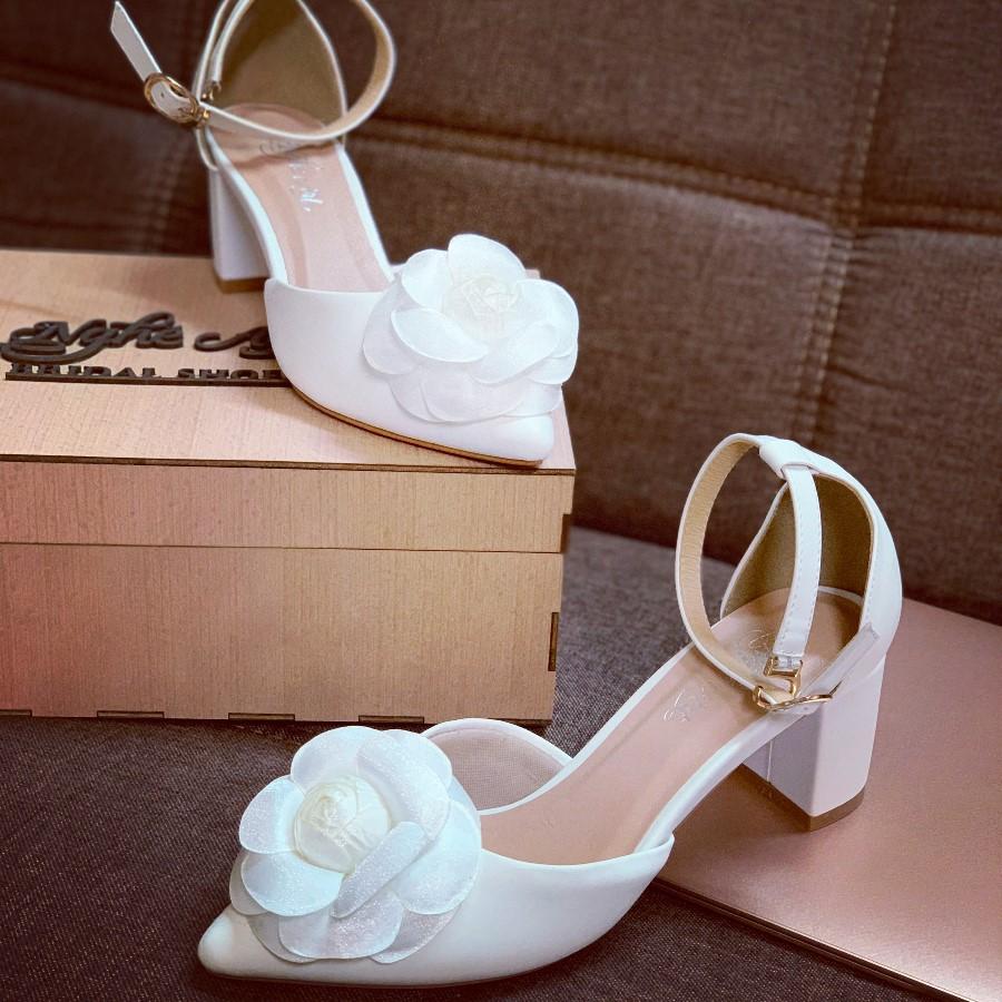 Giày cưới quai sandal gót vuông hoa hồng lụa pha voan 232 - Ảnh 2 -  Nghé Art Bridal Shoes – 0908590288