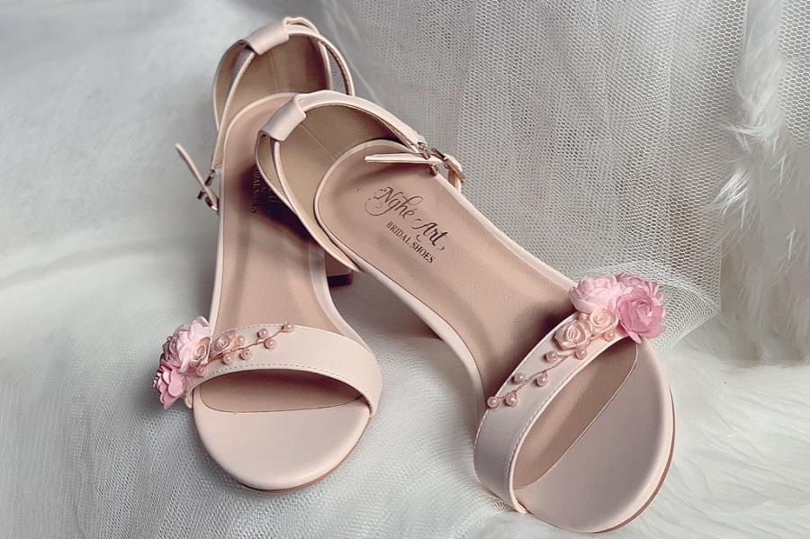 Giày cưới sandal nude hoa hồng ngọc trai 253 - Ảnh 1 -  Nghé Art Bridal Shoes – 0908590288