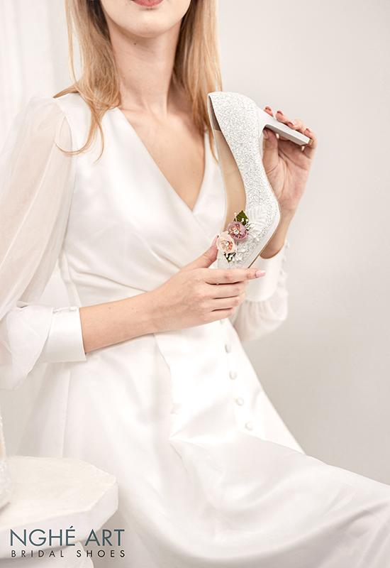 Giày cưới Nghé Art kim tuyến đính hoa bi trắng 307 - Ảnh 2 -  Nghé Art Bridal Shoes – 0908590288
