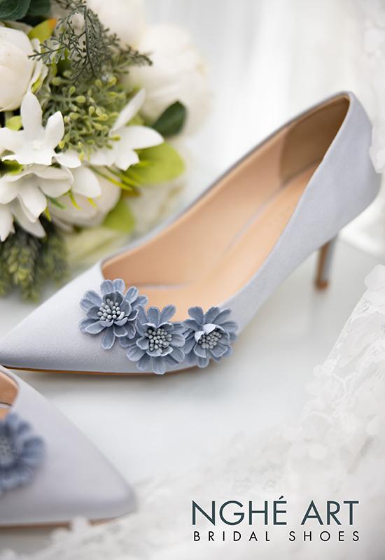 Giày cưới Nghé Art satin xám hoa xanh 317 - Ảnh 2 - Nghé Art Bridal Shoes – 0908590288