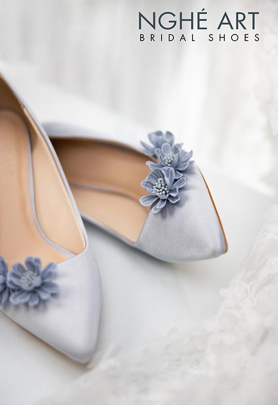 Giày cưới Nghé Art satin xám hoa xanh 317 - Ảnh 3 - Nghé Art Bridal Shoes – 0908590288