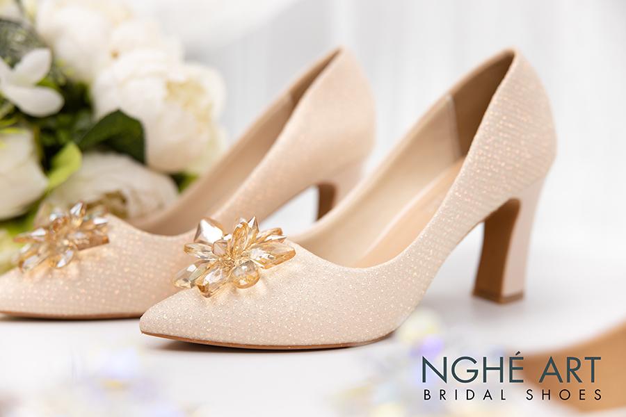 Giày cưới Nghé Art handmade ren kim tuyến nude hoa đá 321 - Ảnh 1 -  Nghé Art Bridal Shoes – 0908590288