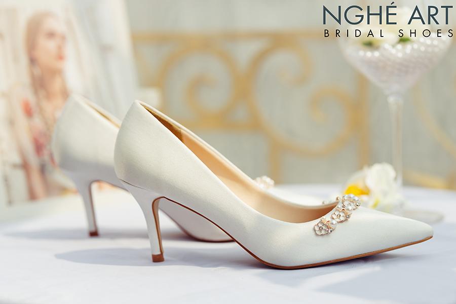 Giày cưới Nghé Art lụa satin trắng nhánh hoa kim loại 325 - Ảnh 3 -  Nghé Art Bridal Shoes – 0908590288