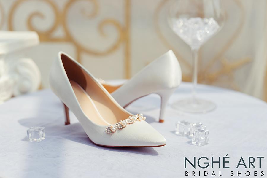 Giày cưới Nghé Art lụa satin trắng nhánh hoa kim loại 325 - Ảnh 4 -  Nghé Art Bridal Shoes – 0908590288