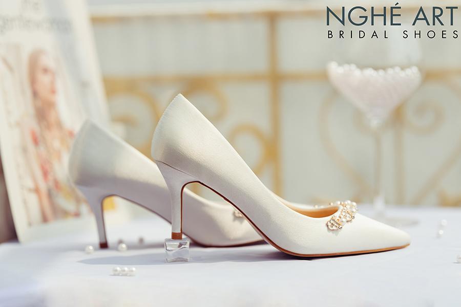 Giày cưới Nghé Art lụa satin trắng nhánh hoa kim loại 325 - Ảnh 5 -  Nghé Art Bridal Shoes – 0908590288