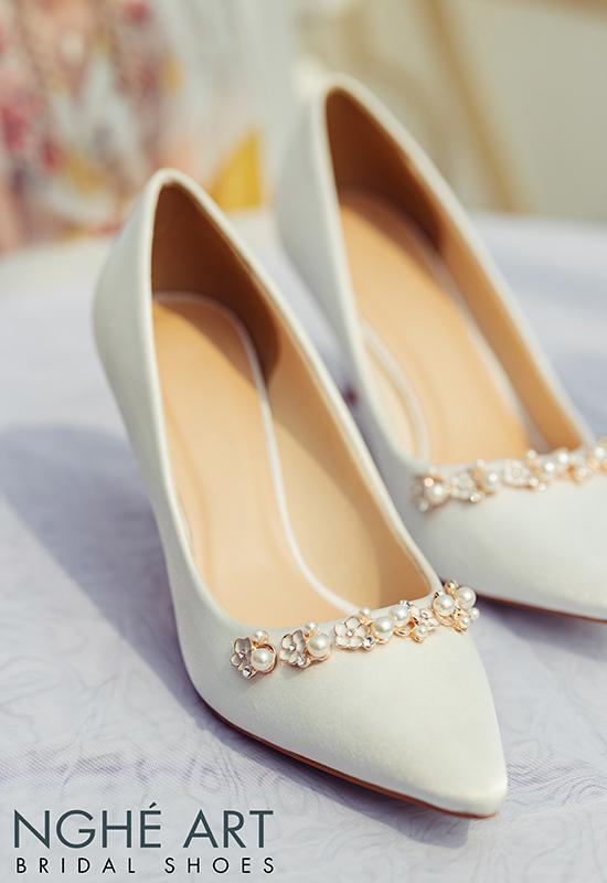 Giày cưới Nghé Art lụa satin trắng nhánh hoa kim loại 325 - Ảnh 6 -  Nghé Art Bridal Shoes – 0908590288