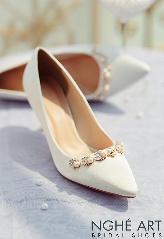 Giày cưới Nghé Art lụa satin trắng nhánh hoa kim loại 325 - Ảnh 7 -  Nghé Art Bridal Shoes – 0908590288
