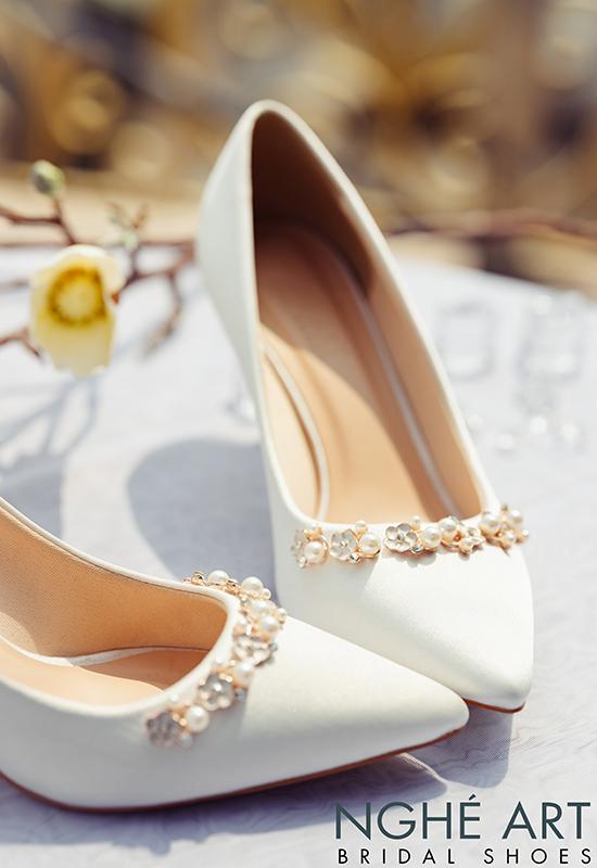 Giày cưới Nghé Art lụa satin trắng nhánh hoa kim loại 325 - Ảnh 8 -  Nghé Art Bridal Shoes – 0908590288