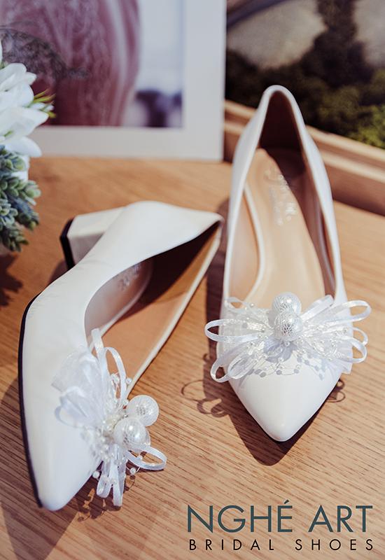 Giày cưới Nghé Art nơ gót vuông 4 phân trắng 326 - Ảnh 2 -  Nghé Art Bridal Shoes – 0908590288