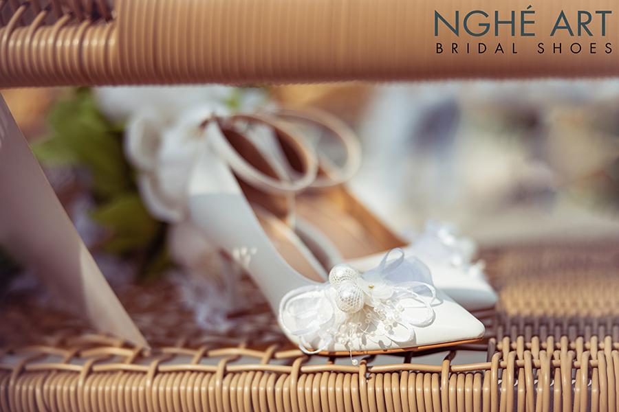 Giày cưới Nghé Art khoét eo đính nơ trắng 327 - Ảnh 2 -  Nghé Art Bridal Shoes – 0908590288