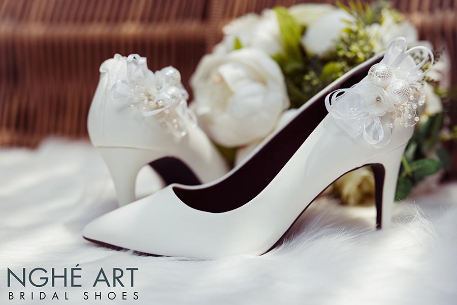 Giày cưới Nghé Art gót đính nơ màu trắng 328 - Ảnh 1 -  Nghé Art Bridal Shoes – 0908590288