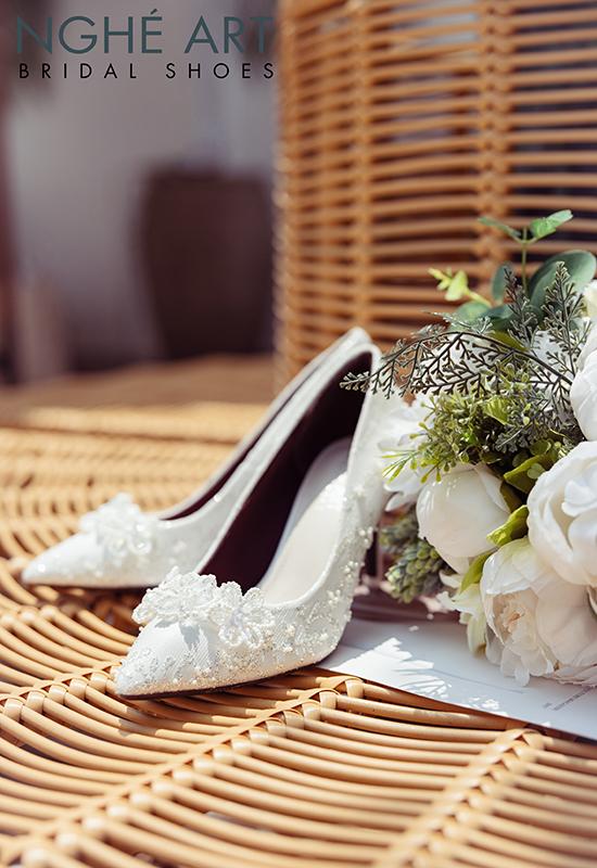 Giày cưới Nghé Art ren kim tuyến đính hoa đá 5 cánh 332 - Ảnh 2 -  Nghé Art Bridal Shoes – 0908590288