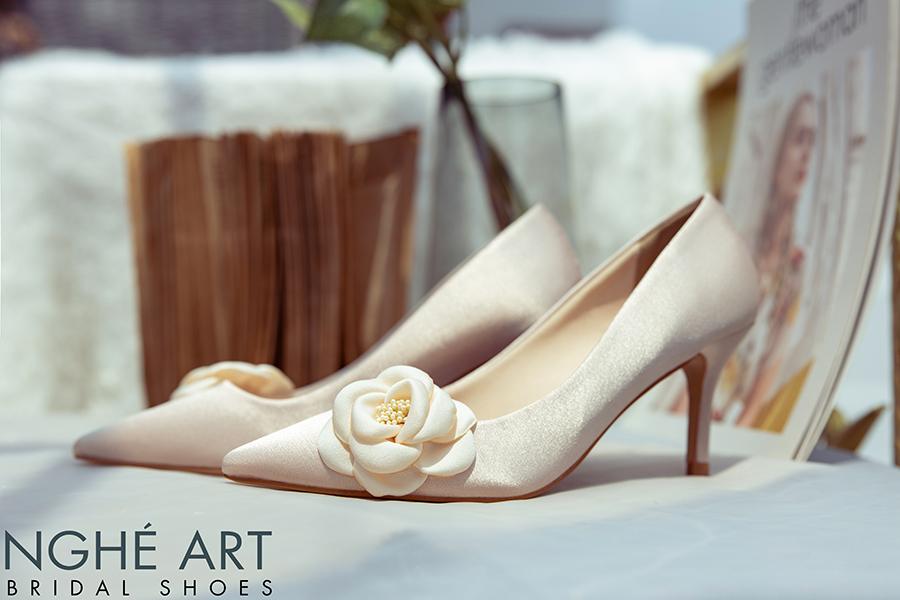 Giày cưới Nghé Art satin nude đính hoa lụa 334 - Ảnh 1 -  Nghé Art Bridal Shoes – 0908590288