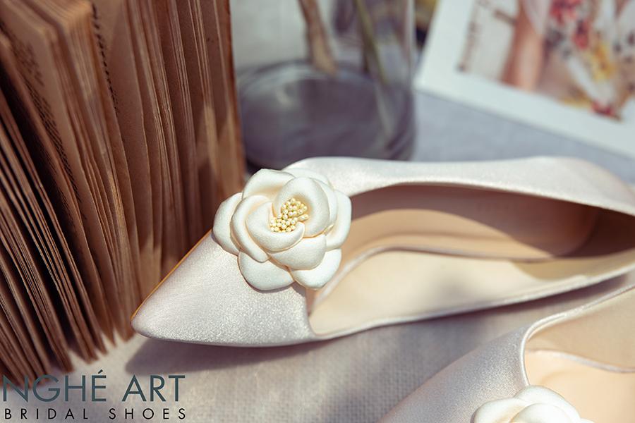 Giày cưới Nghé Art satin nude đính hoa lụa 334 - Ảnh 2 -  Nghé Art Bridal Shoes – 0908590288
