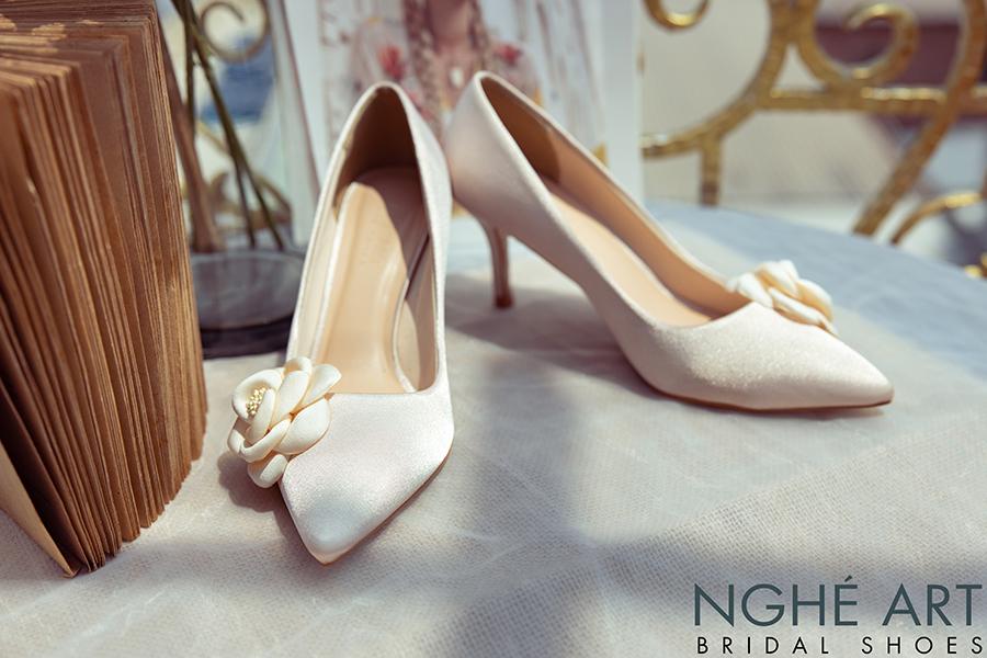 Giày cưới Nghé Art satin nude đính hoa lụa 334 - Ảnh 4 -  Nghé Art Bridal Shoes – 0908590288