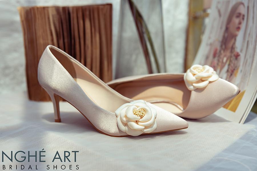 Giày cưới Nghé Art satin nude đính hoa lụa 334 - Ảnh 5 -  Nghé Art Bridal Shoes – 0908590288