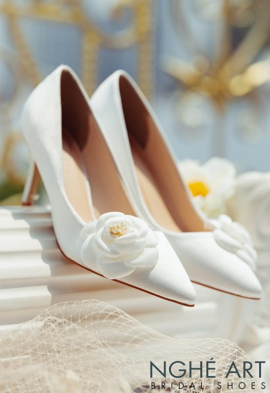 Giày cưới Nghé Art satin trắng đính hoa lụa 334 - Ảnh 3 -  Nghé Art Bridal Shoes – 0908590288