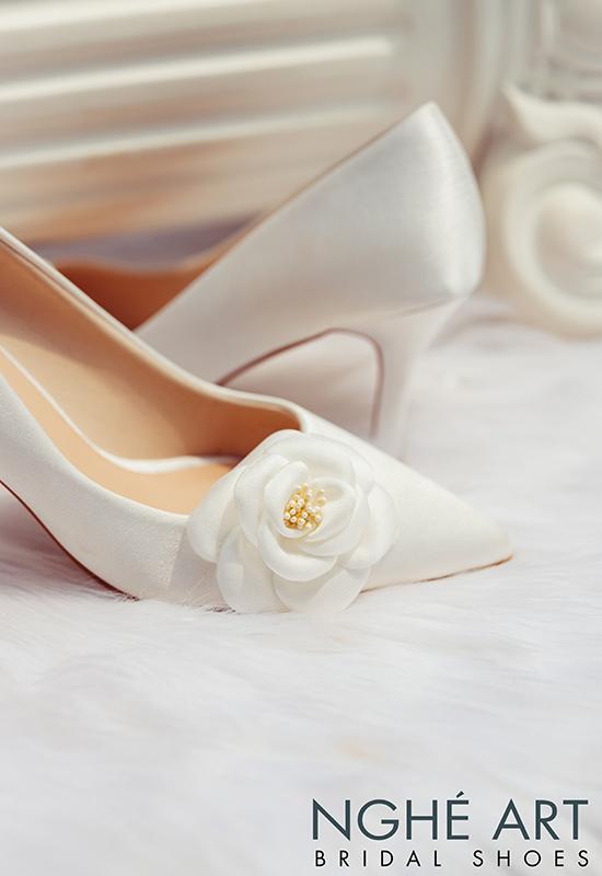 Giày cưới Nghé Art satin trắng đính hoa lụa 334 - Ảnh 4 -  Nghé Art Bridal Shoes – 0908590288