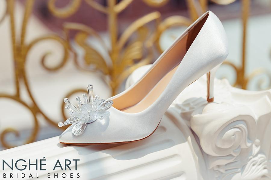Giày cưới Nghé Art satin trắng đính đoá hoa pha lê 336 - Ảnh 2 -  Nghé Art Bridal Shoes – 0908590288