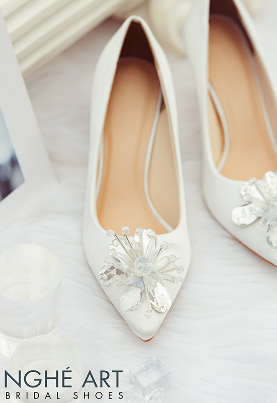 Giày cưới Nghé Art satin trắng đính đoá hoa pha lê 336 - Ảnh 4 -  Nghé Art Bridal Shoes – 0908590288