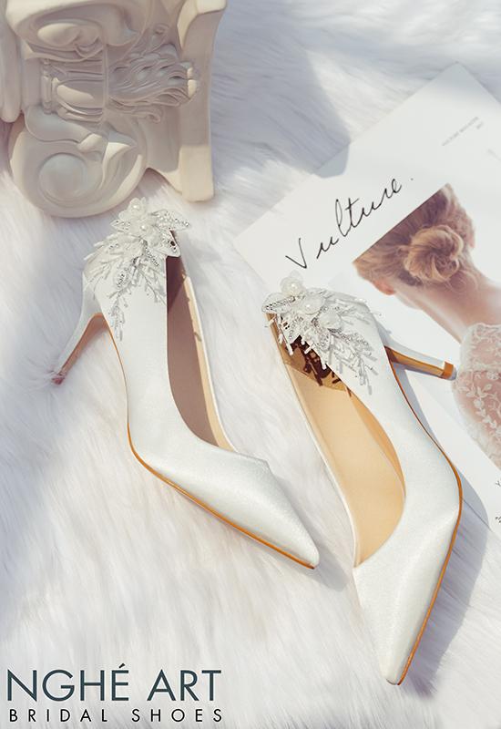 Giày cưới Nghé Art satin trắng gót đính nhành hoa 337 - Ảnh 5 -  Nghé Art Bridal Shoes – 0908590288