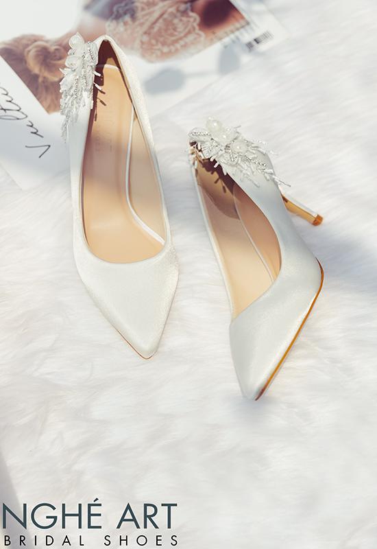 Giày cưới Nghé Art satin trắng gót đính nhành hoa 337 - Ảnh 6 -  Nghé Art Bridal Shoes – 0908590288