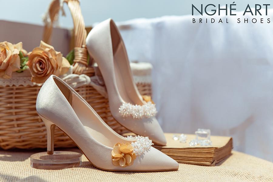 Giày cưới Nghé Art lụa satin nude đính hoa pha lê 339 - Ảnh 1 -  Nghé Art Bridal Shoes – 0908590288
